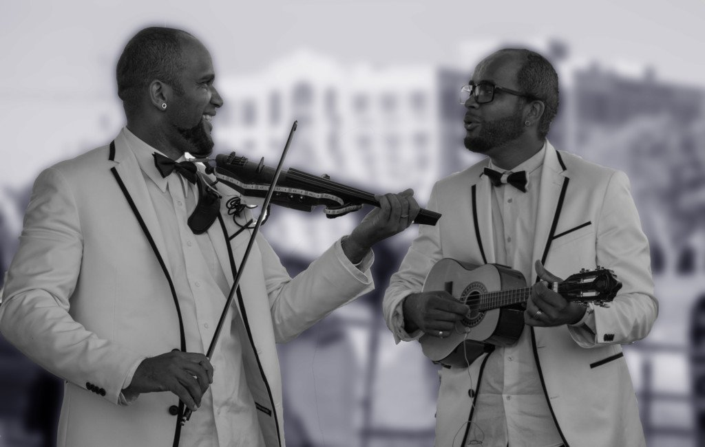 Midwest corporate entertainment violin twins