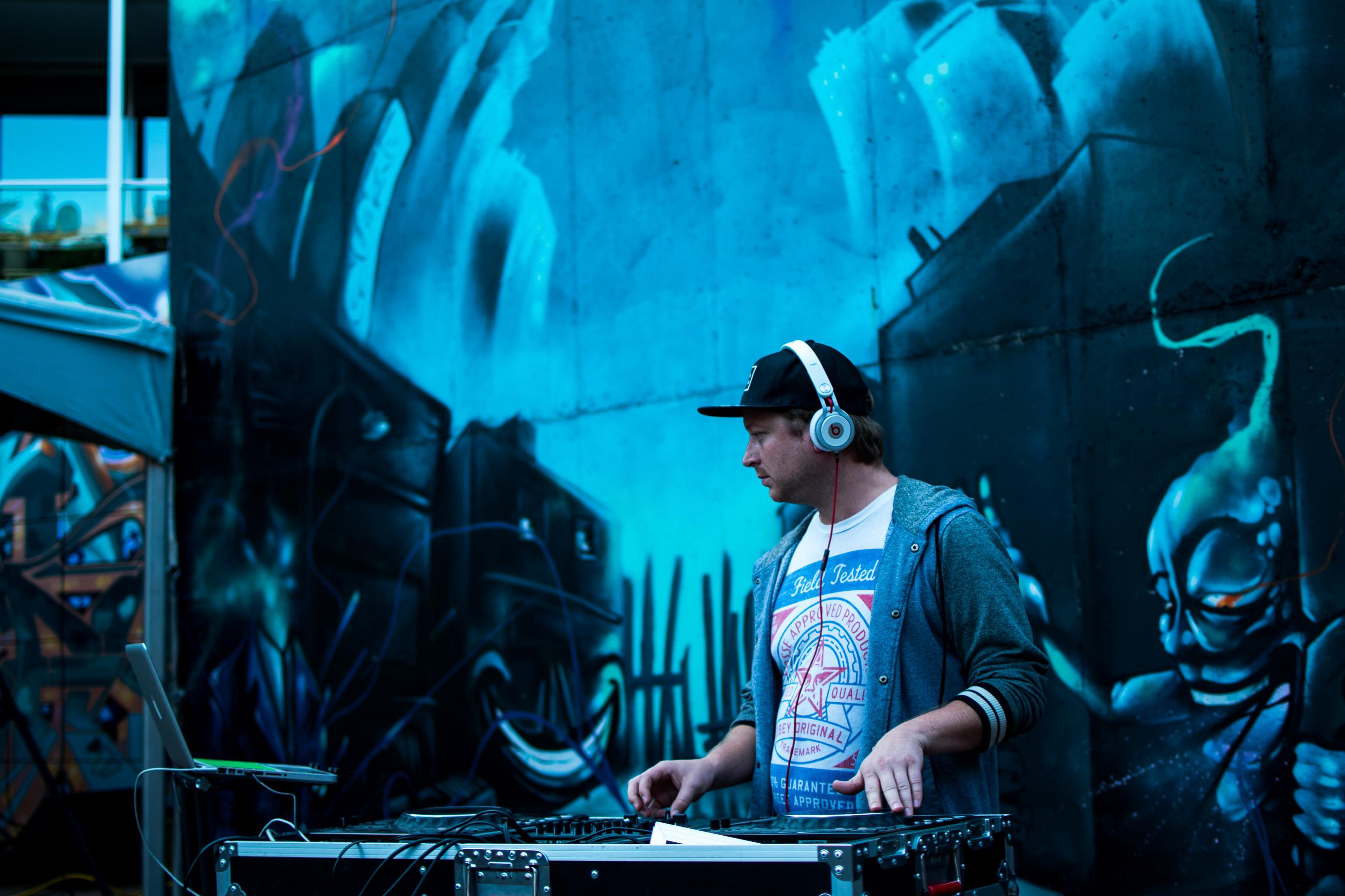 B2wins High Energy DJ Reverie