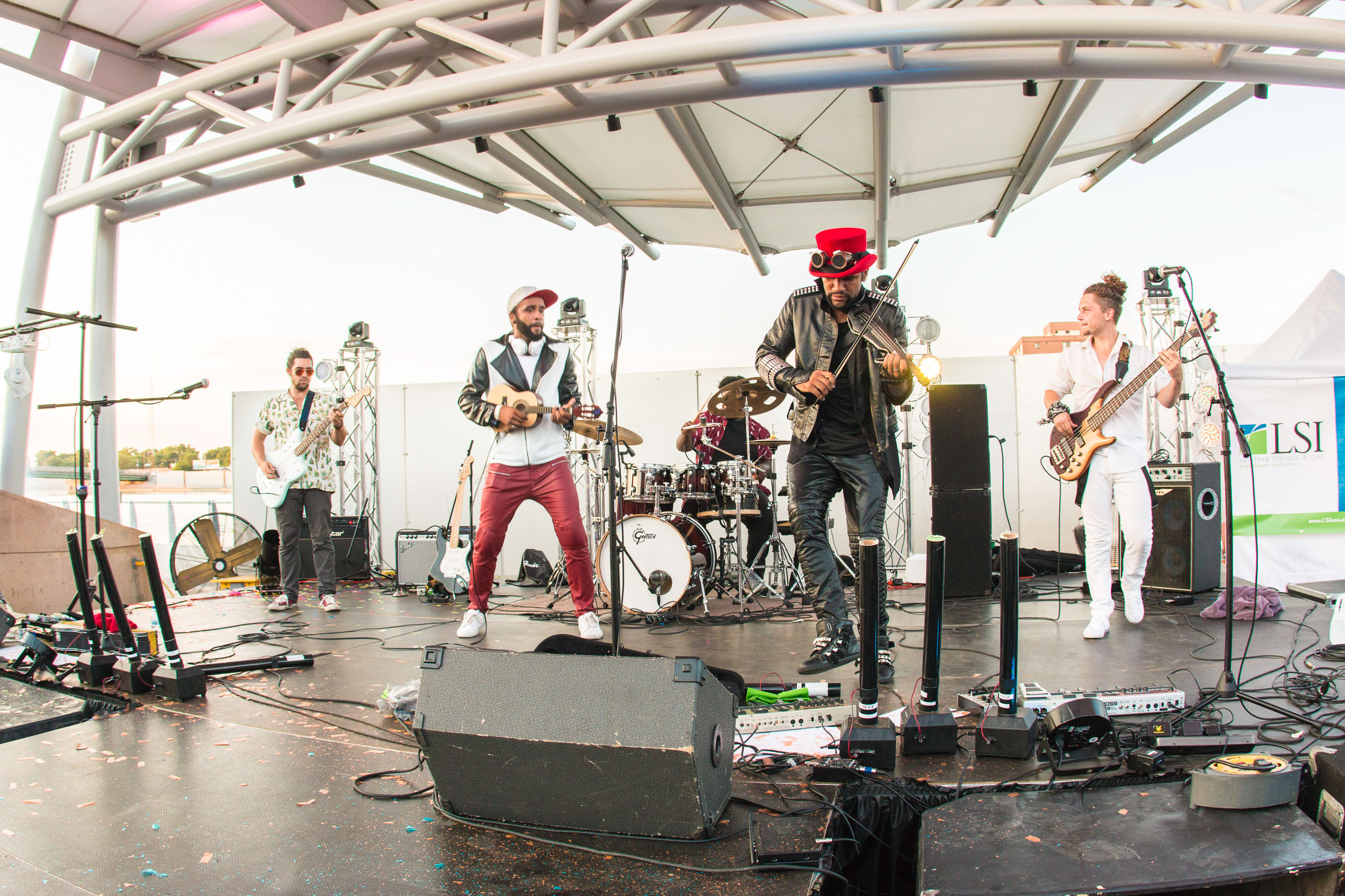 Brazilian 2wins Iowa Festival Band