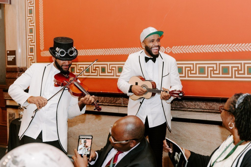 B2wins - Violin and Ukulele Twins Corporate Entertainment Omaha