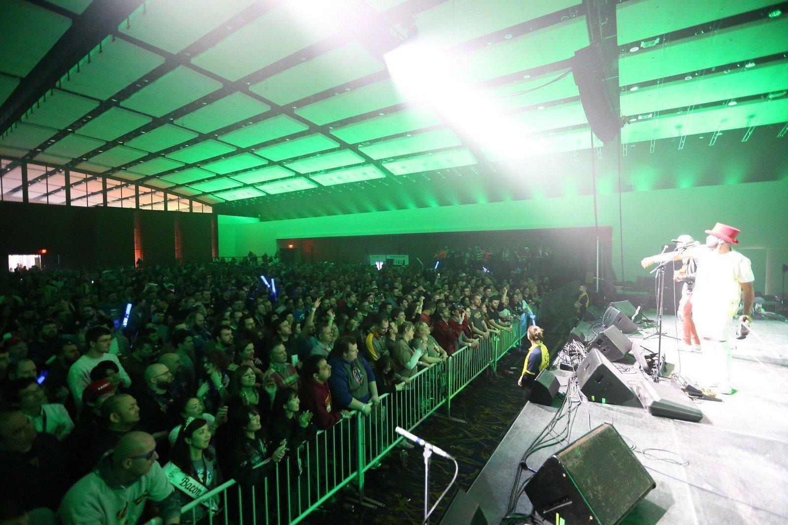 B2wins Festival entertainment Brazilian 2wins open for Smashmouth